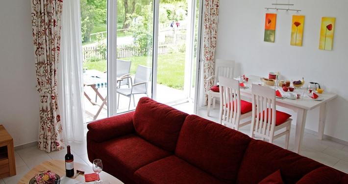 """Ferienwohnung """"Starnberger See"""" - Blick über die Wohn- und Essecke"""