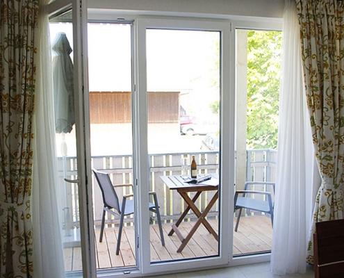 """Ferienwohnung """"Wörthsee"""" - Blick auf den Balkon"""