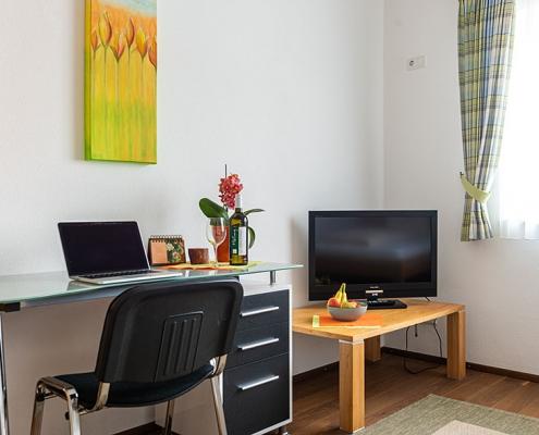 """Gästezimmer """"Würm"""" - Schreibtisch"""