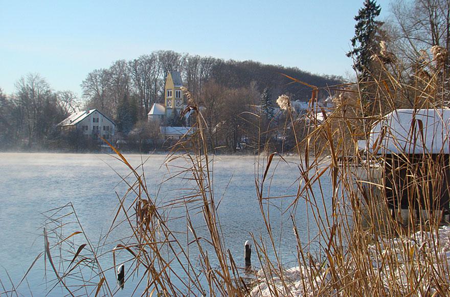 Impressionen vom Weßlinger See - Blick zur alten Kirche