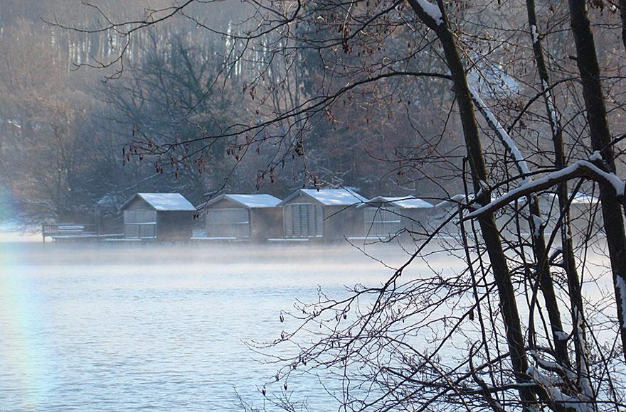 Impressionen vom Weßlinger See - Badehäuschen im Winter