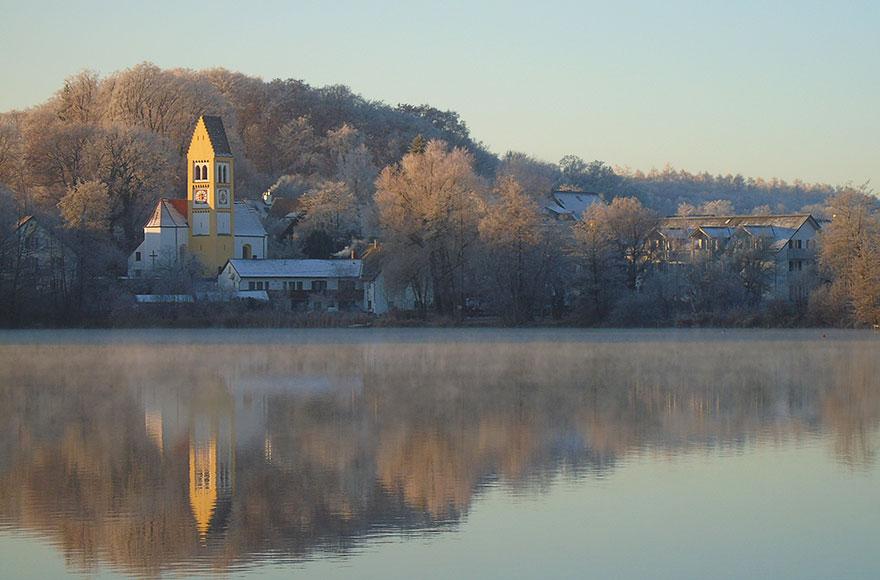 Impressionen vom Weßlinger See - Blick über den See zur alten Kirche